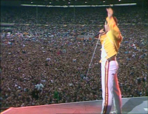 Freddie Mercury, davanti al pubblico di Wembley