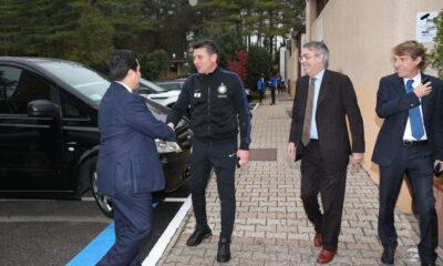 Thohir incontra per la prima volta Mazzarri, con il sorriso di Massimo Moratti