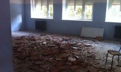 L'aula della scuola cagliaritana ricoperta dai detriti
