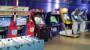 Alcuni dei cabinati presenti in una sala giochi dei primi anni '90