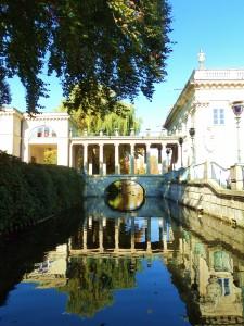 """La """"casa sull'acqua"""" al Lazienki Park, una delle maggiori attrazioni di Varsavia"""
