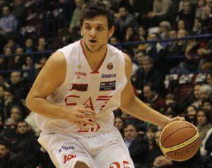 Alessandro Gentile ha dominato la sfida fra Montegranaro e Milano.
