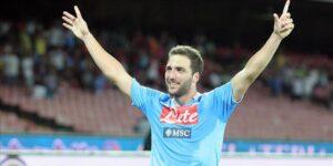 Higuain esulta dopo il gol in Coppa Italia contro la Roma