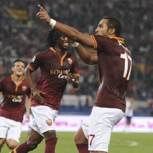Benatia e Gervinho festeggiano dopo il gol del 3-0