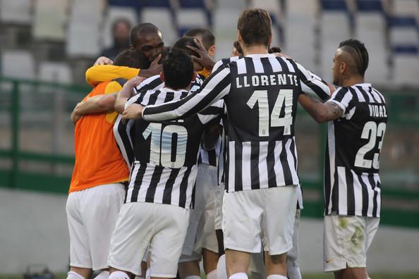 I giocatori della Juventus esultano dopo un gol