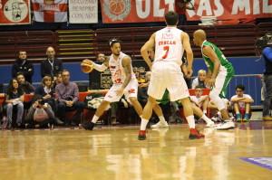 Daniel Hackett ha giocato un'altra grande partita e ha condotto Milano alla terza vittoria della sua Top 16.