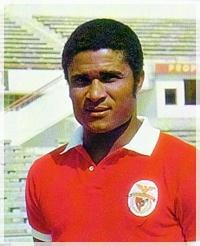 Eusebio con la maglia del Benfica