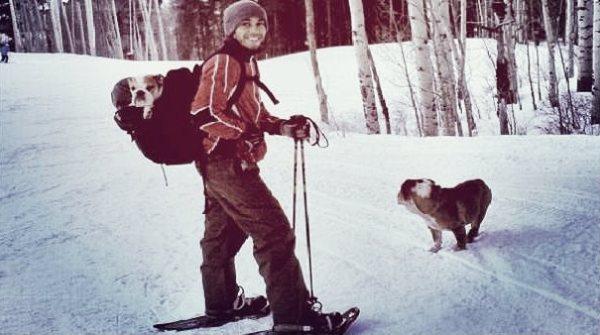 Lewis Hamilton con i suoi cani Roscoe e Coco