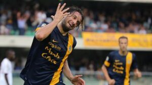 Luca Toni, in goal in Sassuolo-Verona