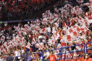 Il pubblico di Milano ha festeggiato un'altra vittoria in Eurolega.