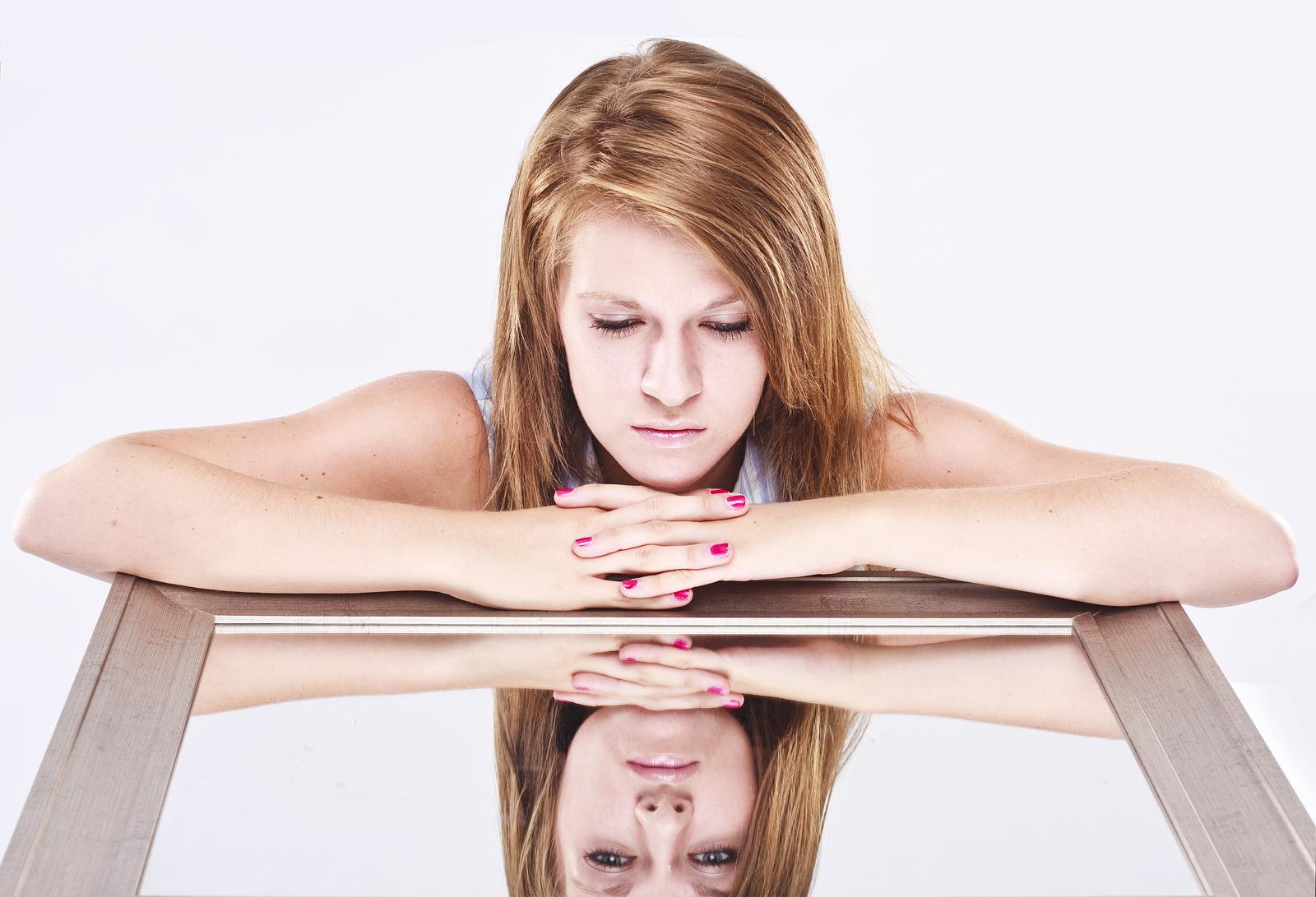 I modi sbagliati per evitare i sentimenti di bassa autostima e cosa fare.