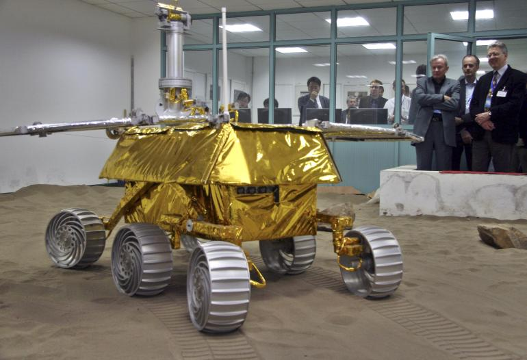 china-yutu-moon-rover-SPORTCAFE24