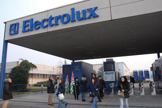Continuano i blocchi davanti agli stabilimenti Electrolux