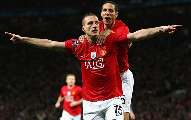 Vidic esulta con Rio Ferdinand ai tempi del Manchester United