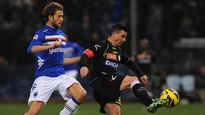 un contrasto in Sampdoria-Udinese