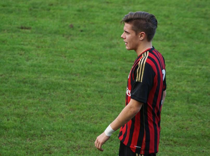 Fabbro con la maglia del Milan