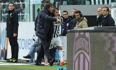 Conte abbraccia Giovinco all'uscita dal campo