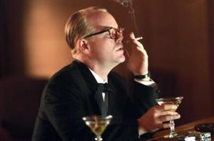 """Philip Seymour Hoffman in una scena di """"Truman Capote - A sangue freddo"""""""