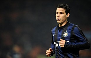 Hernanes, centrocampista dell'Inter.