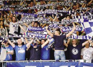 Serie A: il pubblico della Mapooro Arena ha festeggiato la vittoria di Cantù contro Brindisi.