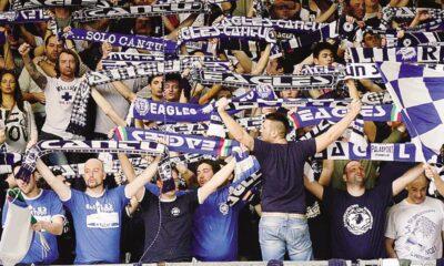 Il pubblico della Mapooro Arena ha festeggiato la vittoria di Cantù contro Brindisi.