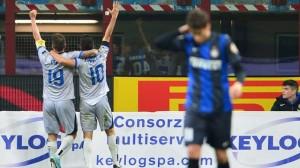 Bonaventura e Denis festeggiano il successo sull'Inter.