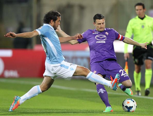 Un'azione di Fiorentina-Lazio