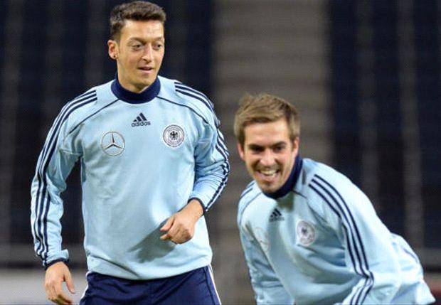 Lahm e Özil in allenamento con la Germania