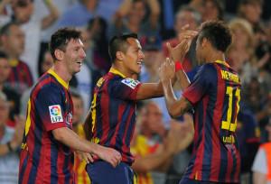 Alexis Sanchez festeggia con i compagni il momentaneo 2-0 della sfida del 26 ottobre