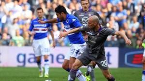 Contrasto di gioco tra Borja Valero e Eder nella sfida tra Sampdoria e Fiorentina conclusasi in parità.