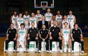 Il Real Madrid Baloncesto in posa.