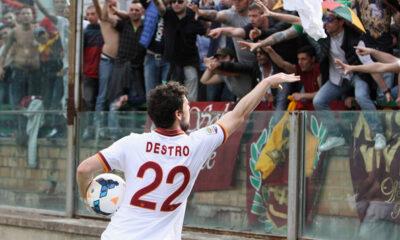 Mattia Destro, autore di una tripletta nella sfida con il Cagliari