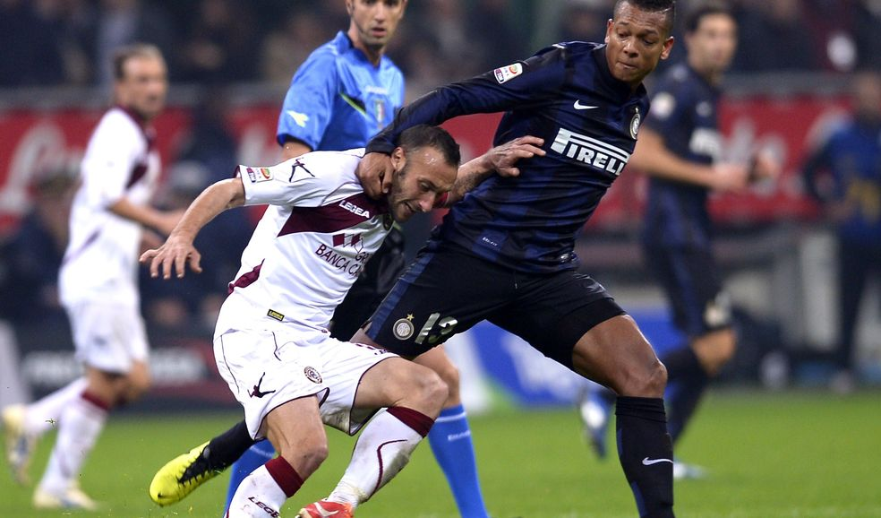Guarin disastroso nel posticipo Livorno-Inter 2-2.