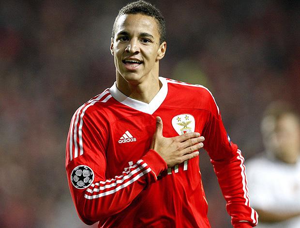 Rodrigo, attaccante del Benfica, scatenato contro l'AZ