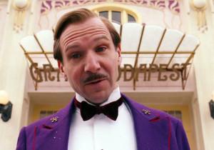 Ralph Fiennes è Gustave H
