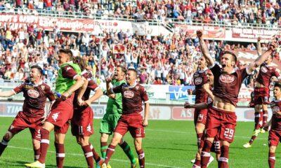 Torino-Genoa 2-1: i giocatori granata festeggiano a fine partita