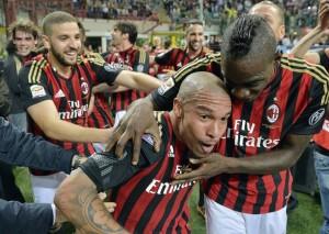 Milan-Inter 1-0: tutti abbracciano De Jong