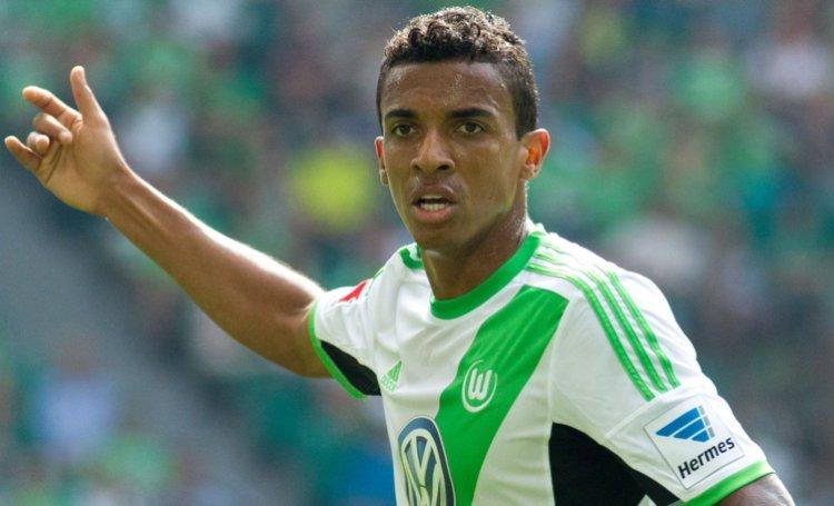 Luiz Gustavo con la maglia del Wolfsburg