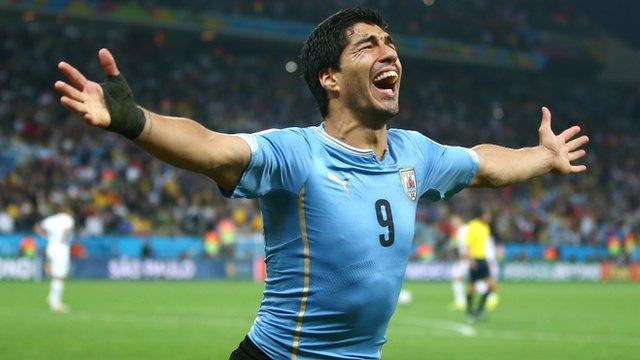 Luis Suarez migliore in campo nella sfida tra Uruguay e Inghilterra