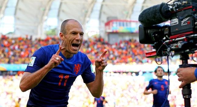 arjen robben celebra il suo gol contro l'australia