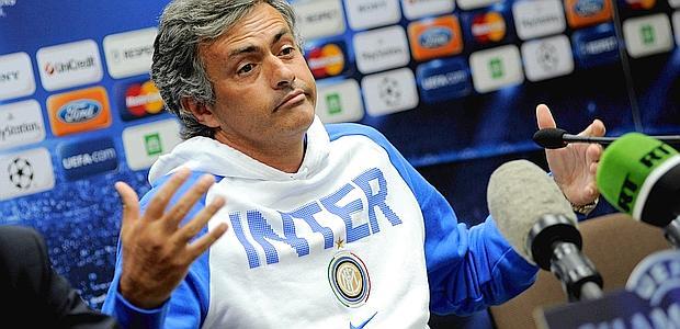 Mourinho in conferenza stampa ai tempi dell'Inter. Quanto è diverso da Mazzarri...