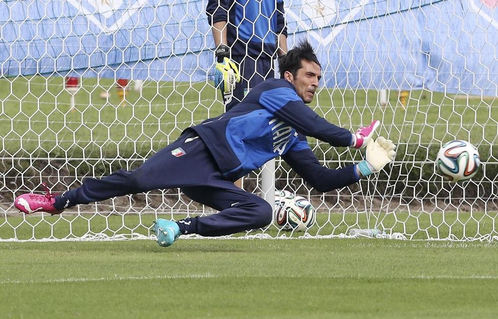 Gigi Buffon prova a recuperare per la sfida alla Costa Rica.
