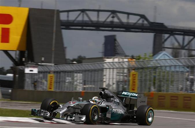Lewis Hamilton 1° nella seconda sessione di prove libere
