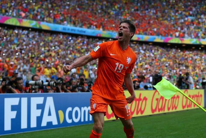 Huntelaar decisivo con il 2-1 in rimonta sul Messico