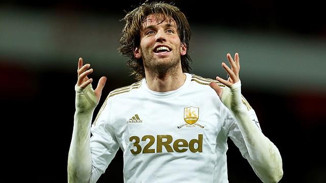 Michu con la maglia dello Swansea City.