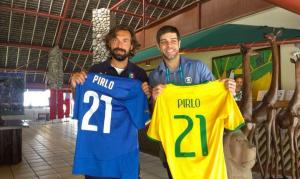 Pirlo incontra Juninho nel ritiro azzurro
