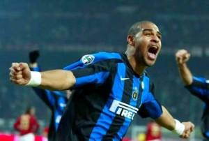 Adriano con la maglia dell'Inter