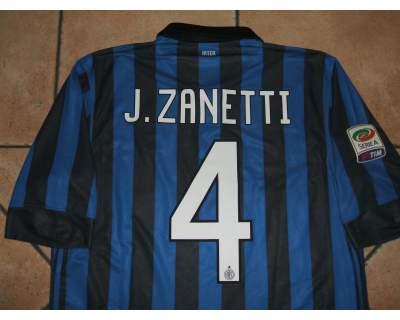 La mitica maglia numero 4 di capitan Zanetti