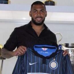 Yann M'Vila con la nuova maglia dell'Inter
