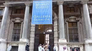 La facciata esterna del museo Egizio di Torino